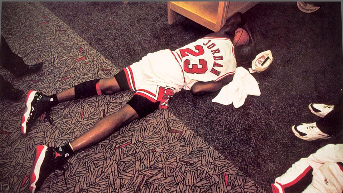 acheter populaire d0a89 1c5f9 Michael Jordan s'est écroulé sur le terrain (1996)
