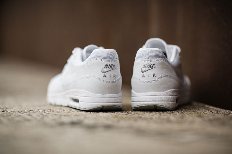nike air max 1 essential white