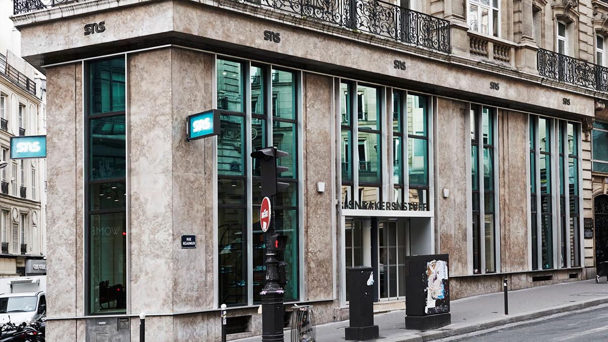 la moitié 3c7ec dee99 Sneakersnstuff, nouvelle place de la sneaker à Paris