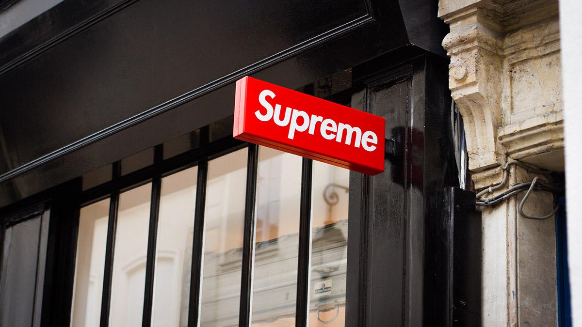 Dans la tête des campeurs à l ouverture du shop Supreme Paris 9c8d287c96
