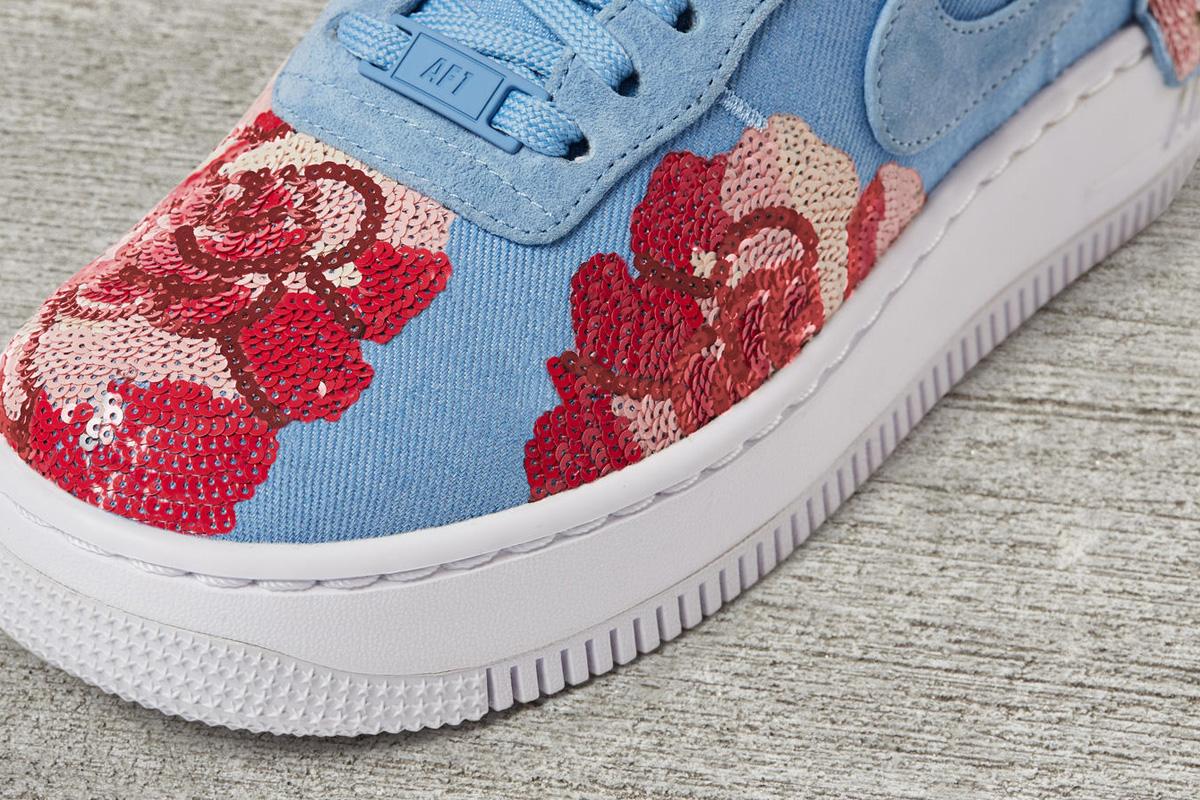 094498738fbb5 La Air Force 1 Low Upstep Sequin Rose est un modèle pour femme et arrivera  chez Nike le premier septembre, pour 180€.